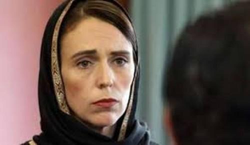 صحفي يُوجه رسالة نارية لرئيسة وزراء نيوزيلندا