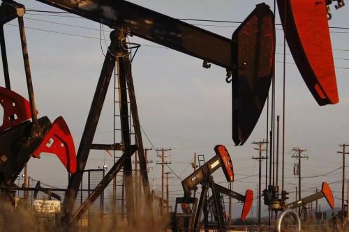 النفط يهبط بنحو 2% ليسجل هذا السعر