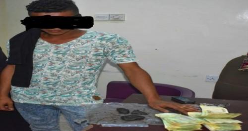 القبض على عصابتين لترويج الحشيش والمخدرات في التواهي بعدن