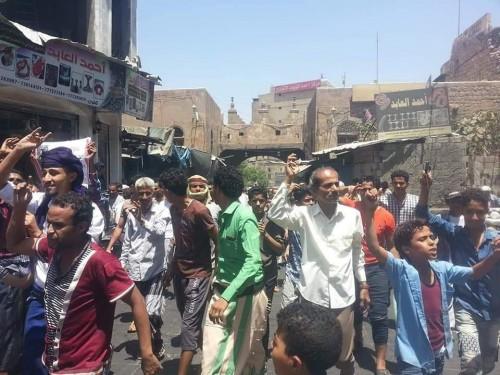 وقفة احتجاجية لسكان المدينة القديمة في تعز (صور)