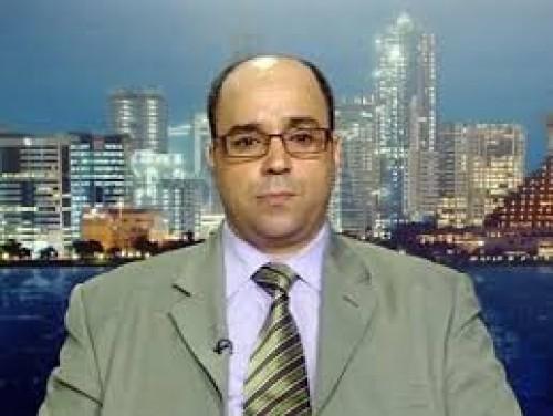 إعلامي: الشعب الإيراني يُعاني.. وقادتهم ينتعمون بثراء