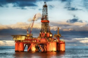 لهذه الأسباب.. أسعار النفط تنخفض لتسجل هذا الرقم