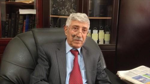 الأديب المقالح يرفض احتفالية تكريمية له من الحوثيين (خاص)