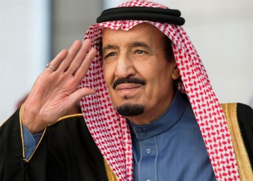 بتغريدات ولافتات الحب.. تونس ترحب بالملك سلمان