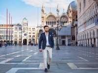 بعد اتهامه بالتهرب الضريبي.. تامر عاشور يتجول في شوارع فينسيا