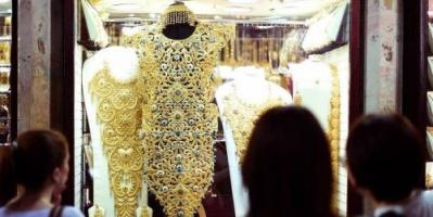 الذهب يهبط متأثرًا بتعافي الدولار