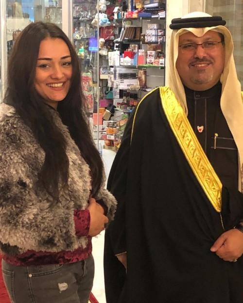 راندا البحيري تنشر صورتها برفقة سفير البحرين في العراق