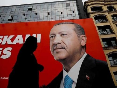 ممثل كردي: انتخابات تركيا مسرحية لإكساب أردوغان صفة شرعية