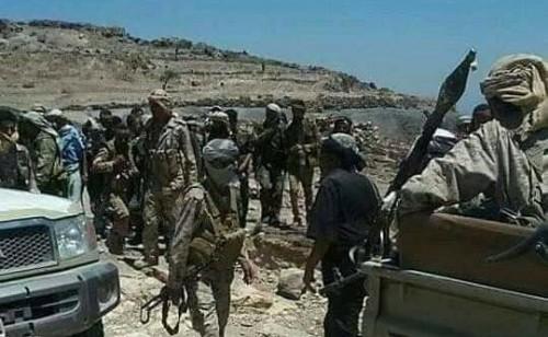 برفقة عدد من القادة.. العولقي يتفقد عدد من جبهات القتال في إب
