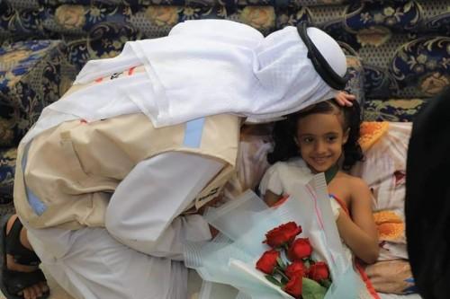 بالصور..الهلال الإماراتي يزور طفلة أصيبت برصاص راجع في عدن للاطمئنان على صحتها