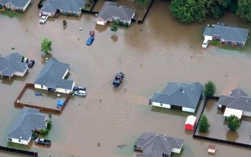 حصيلة ضحايا فيضانات إيران ترتفع لـ43 شخصاً