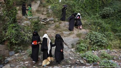 """سقي المزروعات.. كوليرا """"من نوعٍ آخر"""" في مناطق سيطرة الحوثيين"""