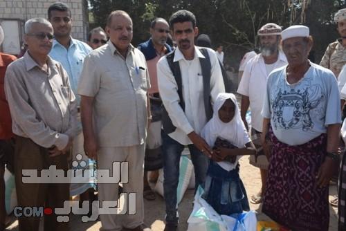 بحضور بعض المسؤولين.. توزيع مساعدات غذائية لذوي الاحتياجات الخاصة بلحج