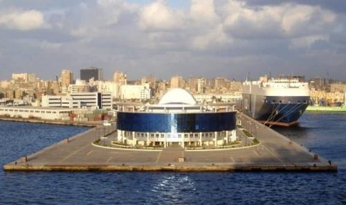 مصر تغلق ميناءين بالأسكندرية لسوء الأحوال الجوية