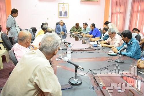 نائب محافظ لحج يترأس اجتماعا لمناقشة أوضاع الأراضي بالمحافظة (صور)
