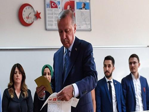 """""""الغارديان"""": الانتخابات المحلية التركية عقاب من الشعب لأردوغان"""