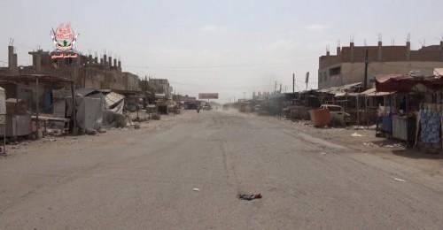 مليشيات الحوثي تطلق النار بشكل عشوائي على منازل المواطنين في حيس بالحديدة