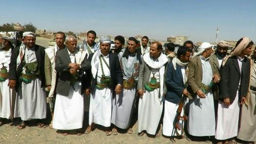 توافد الآلاف إلى صنعاء.. تستر الحوثي على المجرمين يستفز قبائل عمران