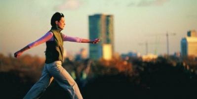دراسة حديثة: المشي السريع يقي من التهاب المفاصل
