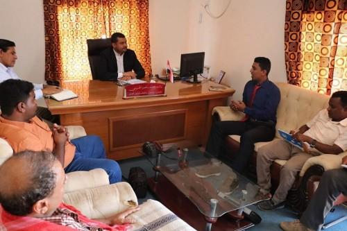 وكيل محافظة سقطرى يبحث إمكانية توسيع مشروع المجمع التربوي في حديبو