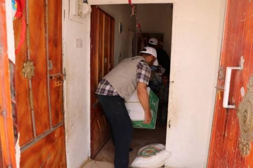 سلمان للإغاثة يسلم أسر 420 من الأيتام السلال الغذائية الشهرية في عدة محافظات