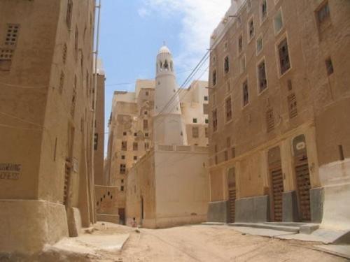 بدء الأعمال التنفيذية لترميم البوابة الرئيسية لمدينة شبام التاريخية