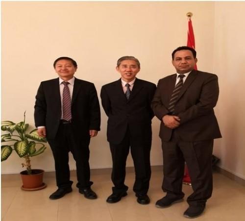 ممثل خارجية الانتقالي الجنوبي يلتقي السفير الصيني لدى اليمن