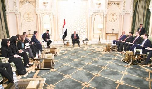 خلال لقائه لجنة العقوبات..هادي : المليشيات الحوثية تراوغ ولاتريد السلام