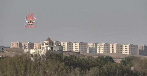 مليشيات الحوثي تقصف مواقع العمالقة والقوات المشتركة في حيس