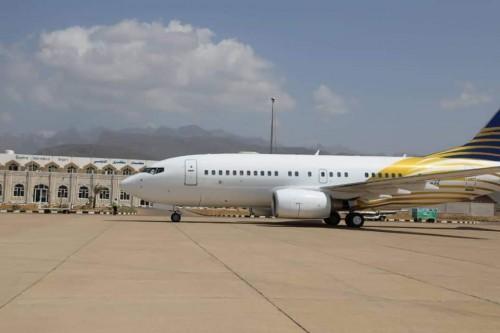 طائرة خاصة تنقل أحد المرضى من سقطرى للعلاج بدولة الإمارات
