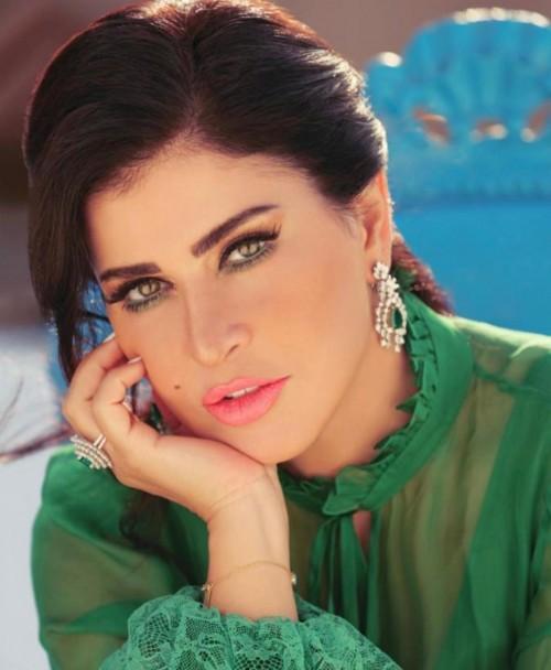 جومانا مراد تحتفل بعيد ميلادها بصحبة أصدقائها (فيديو)