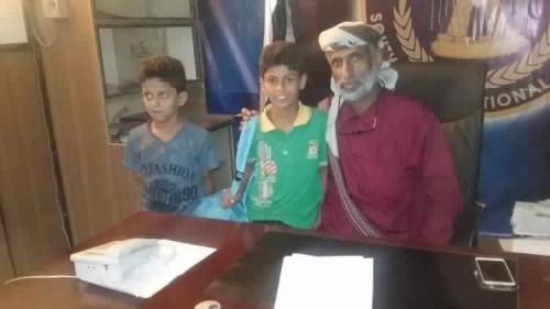 رئيس انتقالي شبوة يكرم بطلي لعبة الشطرنج في المحافظة