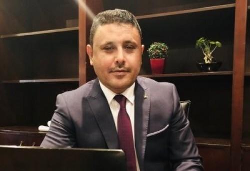 اليافعي يطالب بإعادة هيكلة الشرعية