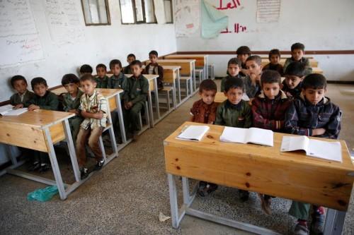 استشهاد وإصابة 17 طالباً بقذيفة حوثية شمال صنعاء