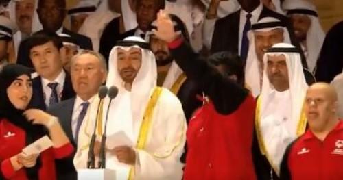 الرئيس الإماراتى يمنح رئيس وزراء الهند وسام زايد