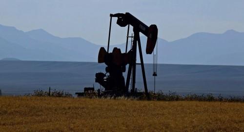 مصادر: السعودية تهدد ببيع النفط بعملات أخرى غير الدولار