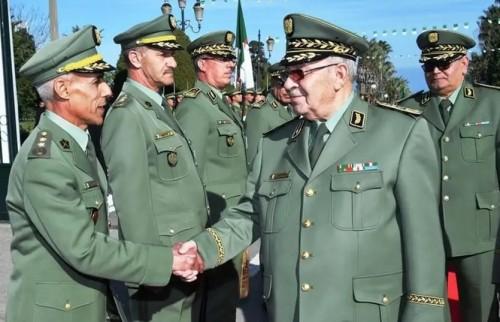 الجيش الجزائري يعلن تأييده التام لمطالب الشعب