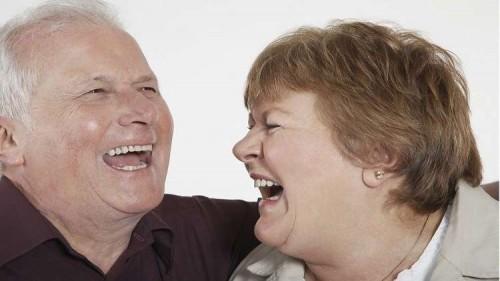 دراسة حديثة: الضحك لمدة 30 دقيقة يوميا يساعد في إطالة العمر