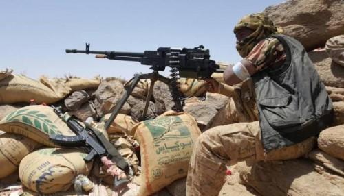 """بدعم التحالف.. الجيش يحكم قبضته على جبل """"الغنيمي"""" شرق صنعاء"""