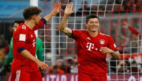 بايرن يكتسح دورتموند ويستعيد صدارة الدوري الألماني