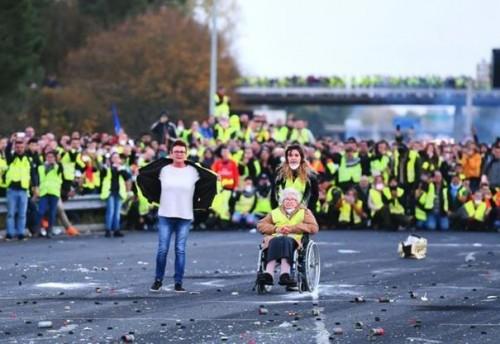 """للسبت الـ21.. تظاهرات """"السترات الصفراء"""" تتجدد في باريس"""