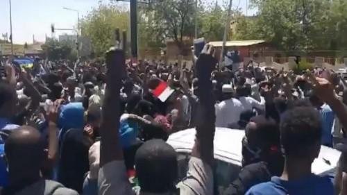 الجيش السوداني يعلن حظر التجوال بالخرطوم
