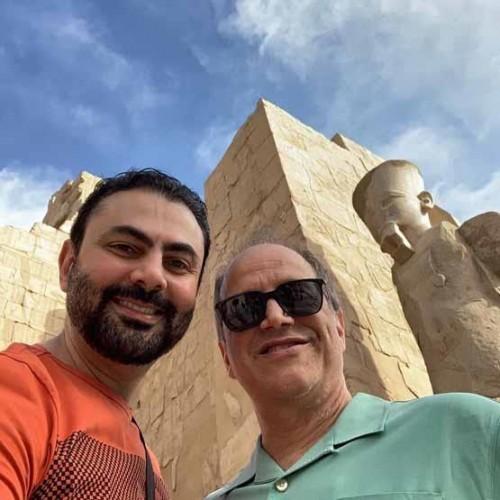 محمد كريم بصحبة نجوم هوليود في زيارة للآثار المصرية (صور)