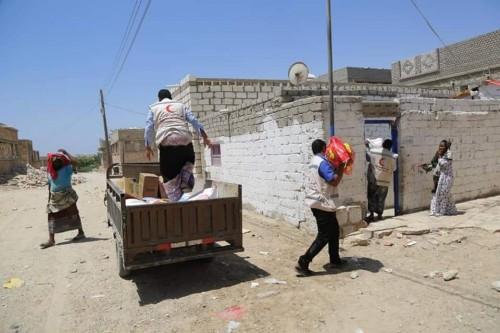 الهلال الإماراتي يوزع 500 سلة غذائية في الديس الشرقية بحضرموت( صور)