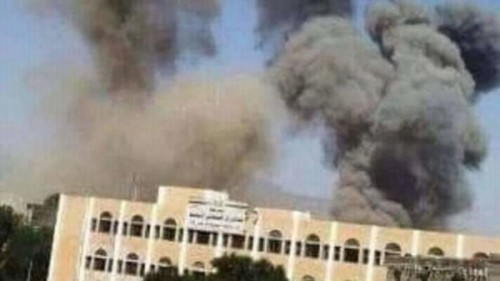 """مواطنون لـ """"المشهد العربي"""": مليشيا الحوثي لا تسمح لأحد بمعاينة الهنجر المتفجّر في سعوان"""