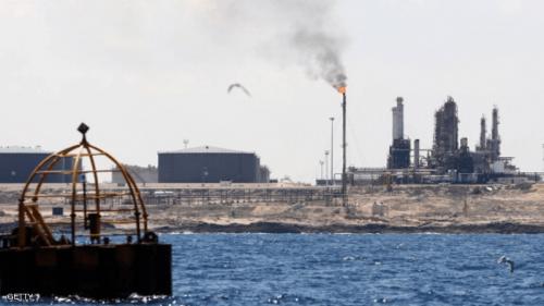 النفط يرتفع 2% في ظل الأزمات العالمية