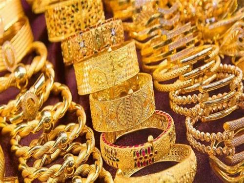 الذهب يقترب لأعلى مستوياته في ظل تراجع الدولار