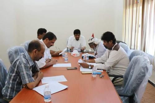 بالتفاصيل..لجنة المناقصات بالمهرة تقر عدداً من المشاريع الخدمية