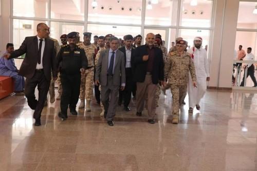 زيارة تفقدية من محافظ حضرموت لمطار سيئون الدولي