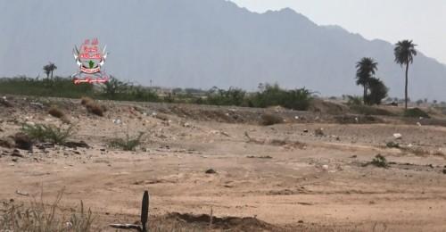 مليشيات الحوثي تقصف مواقع ألوية العمالقة في حيس بالحديدة